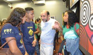 ALUNOS DA EJA PRESTIGIAM ABERTURA DE EXPOSIÇÃO ARTÍSTICA NA ZONA NORTE DE MACAPÁ